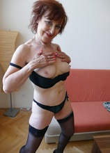 Older mature babe Amy D toying her pussy. in Karupsow | Elite Mature
