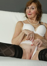 Older mature amateur Amy D naked in only black stockings. in Karupsow | Elite Mature