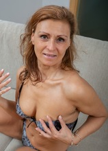 Sexy MILF Drugaya exposes her hairy older pussy.