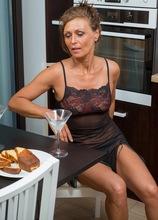 Mature babe Drugaya enjoys cocktails while being naked.