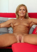Super fit older babe Carrie playing with her pussy.