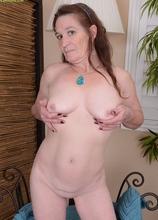 Horny grandma Anna spreads her older pussy.