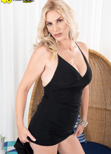 Meet the new hot-bodied MILF