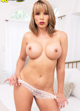 The definition of a hot MILF - Amber Chase (92 Photos) - 40 Something