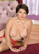 Better Late Than Never - Bea Cummins (80 Photos) - 40 Something