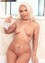 Bath time with Jynn - Jynn (71 Photos) - 50 Plus MILFs