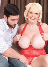 The housewife takes it up her ass! - Missy Thompson and Al B (42 Photos) - 50 Plus MILFs